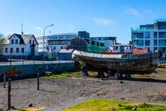 所有品牌钓鱼海港汽艇名字编号注册去除了雷克雅未克船小的游艇 免版税库存图片