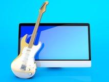 所有在有吉他的一台计算机 库存照片