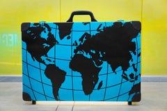 所有路线的大手提箱在世界上 免版税库存图片