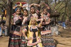 所有跳舞女性组印地安人 免版税图库摄影