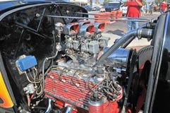 扁平头的V-8引擎 免版税库存图片