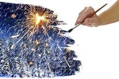 手与圣诞树的油漆图片 库存图片