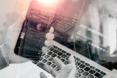 手两次曝光使用巧妙的电话,膝上型计算机,网路银行的 免版税图库摄影