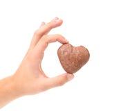 手中亲吻的曲奇饼。 免版税图库摄影