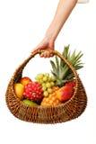 手中的水果篮。 图库摄影