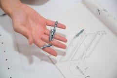 手中的螺丝螺栓和的坚果 免版税图库摄影