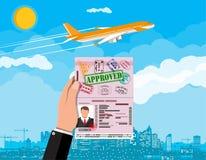 手中ID的卡片 飞机和都市风景 免版税库存图片