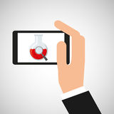 手举行智能手机烧杯 免版税图库摄影