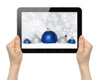 手举行有圣诞节构成的片剂个人计算机 库存照片