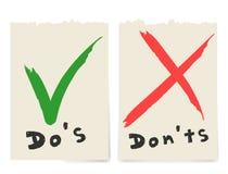 手写做和不要检查壁虱在白色背景隔绝的标记和红十字复选框象书信设计 皇族释放例证