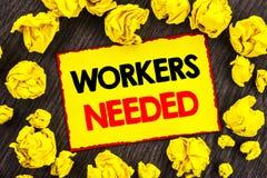 手写公告文本工作者需要 概念性照片查寻事业资源雇员书面的失业问题 库存图片