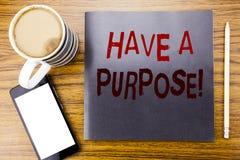 手写公告文本陈列有一个目的 梦想的企业概念选择在笔记薄便条纸写的视觉,求爱 库存照片