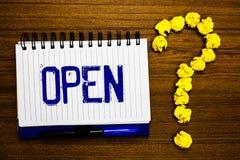手写开放文本的文字 概念意思允许事通过通过或为封闭式研究笔记本直接用途相反  免版税库存图片