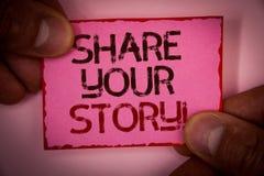 手写文本份额您的故事诱导电话 书面的概念意思经验乡情记忆个人词桃红色纸 免版税库存图片