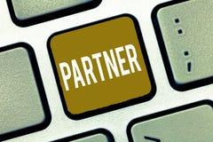 手写文本伙伴 概念意思人一起参与同一活动Teamwork Company 免版税库存照片