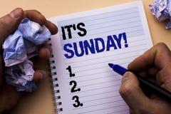 手写文本它的星期天电话 概念意思放松享受人写的假日周末假期休息日自由放松  图库摄影