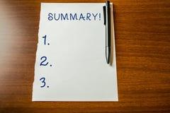 手写文本总结 概念意思某事的要点简短声明或帐户主题上部视图 免版税库存照片