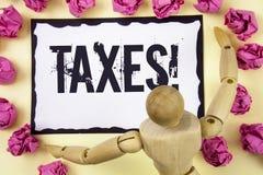 手写文本收税诱导电话 概念意思金钱由在稠粘的笔记Pa写的它的支持的一个政府要求了 免版税库存图片