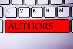 手写文本文字作者 概念意思作家新闻工作者诗人传记作者编剧作曲家创作者键盘红色钥匙我 免版税库存照片