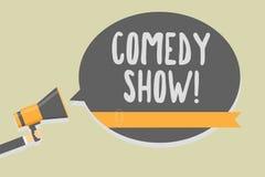 手写文本文字喜剧 意味滑稽的娱乐人的节目幽默可笑的媒介概念拿着扩音机 皇族释放例证
