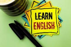 手写文本文字学会英语 概念意思研究另一种语言学会事在St写的外国通信 免版税库存照片