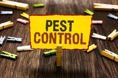 手写文本文字害虫控制 攻击庄稼和家畜晒衣夹hol杀害破坏性的昆虫的概念意思 图库摄影