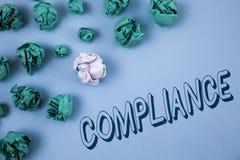 手写文本文字服从 意味Technology Company的概念在简单的蓝色设置它的政策标准章程被写 库存照片
