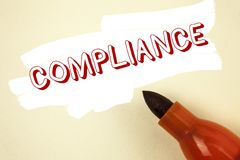 手写文本文字服从 意味Technology Company的概念在Painted ba设置它的政策标准章程被写 免版税库存图片