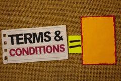 手写文本文字期限和条件 意味法律法律协议声明制约解决黄麻大袋d的概念 免版税库存图片