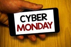 手写文本文字网络星期一 意味特殊的拍卖的概念在黑星期五网上购物电子商务以后 免版税图库摄影