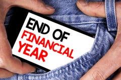 手写文本文字财政年度终 概念意思收税时间会计6月数据库在机动性写的成本单 库存照片