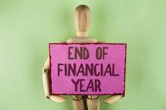 手写文本文字财政年度终 概念意思收税时间会计6月数据库在稠粘写的成本单 免版税库存图片