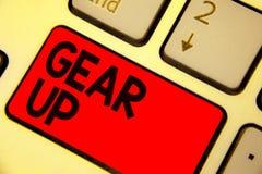 手写文本文字适应  要求概念的意思某人投入他的衣裳或衣服在准备好快速的键盘红色钥匙 免版税库存照片