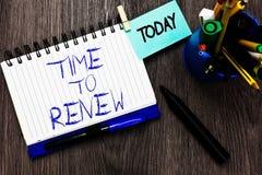 手写文本时间更新 概念意思继续获取的保险生活和物产保护开放笔记本衣裳 免版税库存图片