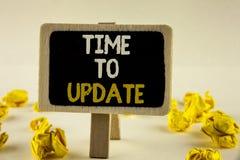 手写文本时间更新 概念更新变动的意思更新需要在木通知写的整修现代化 库存图片