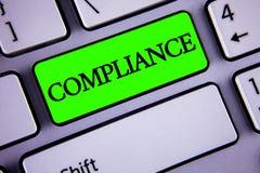 手写文本服从 意味Technology Company的概念在绿色关键按钮o设置它的政策标准章程被写 图库摄影