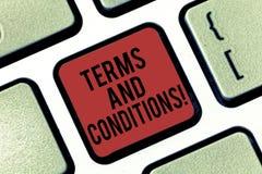 手写文本期限和条件 概念意思细节申请负担某一合同键盘的规则 库存照片