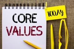 手写文本核心价值 在笔记本写的概念意思原则概念概念性责任代码组分预定 免版税库存图片