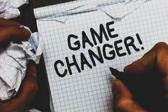 手写文本比赛更换者 概念意思体育数据记分员Gamestreams活比分合作拿着标志笔记的Admins人 免版税库存图片
