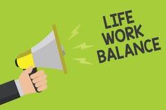 手写文本毕生的事业平衡 概念意思稳定人需要在他的工作和个人时间公告标志s之间 免版税库存照片