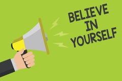 手写文本相信你自己 意味的概念鼓励某人自信刺激行情公告标志spe 免版税图库摄影