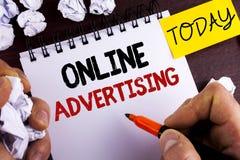 手写文本网上广告 概念意思网站竞选广告人写的电子销售SEO到达没有 图库摄影