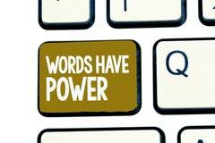 手写文本词有力量 概念意思能量能力愈合更加后面的帮助贬低并且欺凌 免版税库存照片