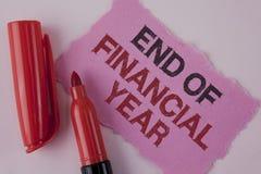 手写文本财政年度终 概念意思收税时间会计6月数据库在泪花桃红色棍子写的成本单 免版税库存图片