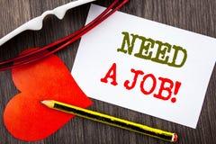 手写文本陈列需要工作 失业失业的工作者查寻的企业概念在稠粘的笔记写的事业pap 库存图片