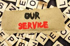 手写显示我们的服务的公告文本 概念意思顾客市场支持帮助您的客户wri的帮助概念 库存照片
