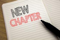 手写显示新的章节的公告文本 开始的企业概念在有拷贝温泉的笔记本写的新的未来的生活 库存照片