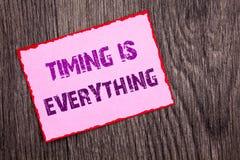 手写显示时间的公告文本是一切 概念性照片重要成功的忠告准备好精确度wr 库存照片
