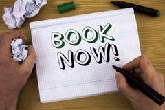 手写现在课本诱导电话 概念意思安排在旅馆飞行适应的预定 Informa的概念 免版税库存图片