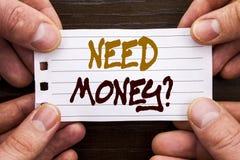 手写的文本标志陈列需要金钱问题 经济财务危机的,现金贷款企业概念在棍子需要写 库存图片